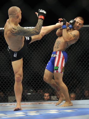 Ross Pearson (black shorts) in action