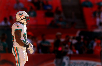 MIAMI GARDENS, FL - NOVEMBER 11: Marcus Thigpen #34 of the Miami Dolphins waits to return a kickoff during a game against the Tennessee Titans at Sun Life Stadium on November 11, 2012 in Miami Gardens, Florida.  (Photo by Mike Ehrmann/Getty Images)