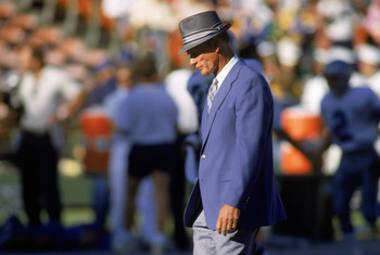 1987:  Head coach Tom Landry of the Dallas Cowboys paces on the sideline during a 1987 season NFL game.  Tom Landry directed the Dallas Cowboys to 20 consecutive winning seasons from 1966-85, retiring after the 1988 season.  (Photo by Stephen Dunn/Getty I