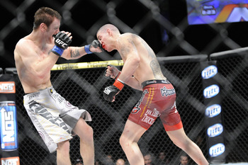 Tim Elliott earned his first UFC victory by defeating Jared Papazian.