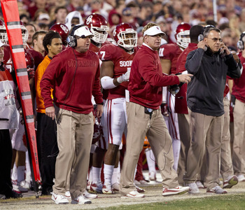 Bob Stoops (left) and Mike Stoops (middle)
