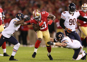 SAN FRANCISCO, CA - NOVEMBER 19:   Frank Gore #21 of the San Francisco 49ers carries the ball as  Major Wright #21 and  Chris Conte #47 of the Chicago Bears defend during the game at Candlestick Park on November 19, 2012 in San Francisco, California.  (Ph