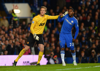 LONDON, ENGLAND - OCTOBER 31: Anders Lindegaard of Manchester United pushes Daniel Sturridge of Chelsea as they wait for a corner during the Capital One Cup Fourth Round match between Chelsea and Manchester United at Stamford Bridge on October 31, 2012 in