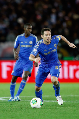 YOKOHAMA, JAPAN - DECEMBER 16:  Frank Lampard (R) of Chelsea in action during the FIFA Club World Cup Final Match between Corinthians and Chelsea at International Stadium Yokohama on December 16, 2012 in Yokohama, Japan.  (Photo by Lintao Zhang/Getty Imag