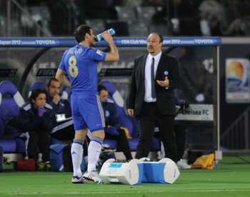 Chelsea boss Rafa Benitez speaks to Frank Lampard.