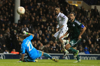 Jermain Defoe scores against Maribor.