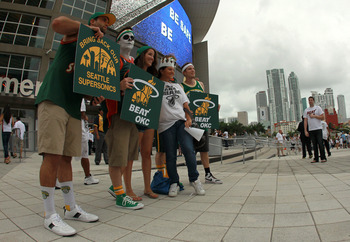 Supersonics fans continue to push for their team back.