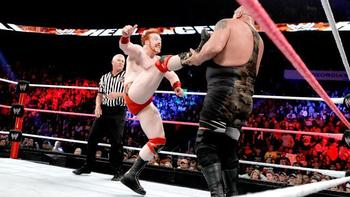 Big-show-defeated-sheamus-in-hell-in-a-cell-match-for-world-heavyweight-title-3_display_image