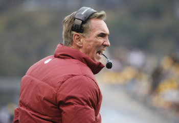 Mike Shanahan has an offensive scheme in place that is adaptable to both his quarterbacks.