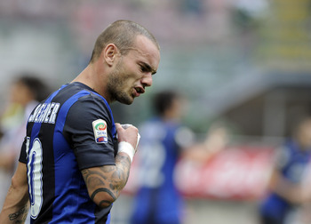 MILAN, ITALY - SEPTEMBER 23:  Wesley Sneijder of FC Inter Milan appears dejected during the Serie A match between FC Internazionale Milano and AC Siena at San Siro Stadium on September 23, 2012 in Milan, Italy.  (Photo by Claudio Villa/Getty Images)