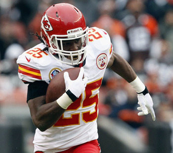 CLEVELAND, OH - DECEMBER 09:  Running back Jamaal Charles #25 of the Kansas City Chiefs scores a touchdown against the Cleveland Browns at Cleveland Browns Stadium on December 9, 2012 in Cleveland, Ohio.  (Photo by Matt Sullivan/Getty Images)