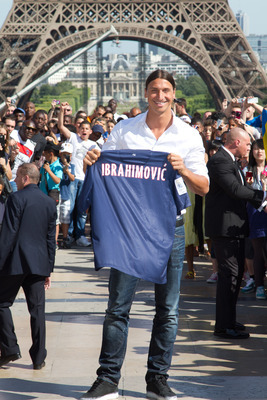 Ibrahimovic's unveiling in front of the Eiffel Tower