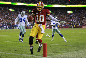 Robert Griffin III scores a huge TD against Dallas in Week 17.