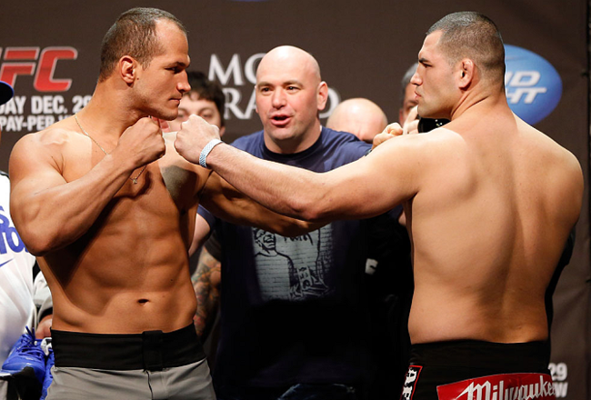 Ufc155_weighin_065_crop_650x440