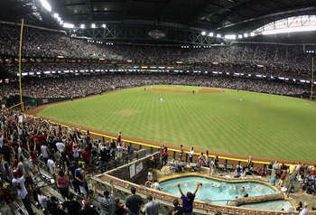 PHOENIX, AZ - SEPTEMBER 10:  General view of action between the San Diego Padres and the Arizona Diamondbacks during the Major League Baseball game at Chase Field on September 10, 2011 in Phoenix, Arizona.  (Photo by Christian Petersen/Getty Images)