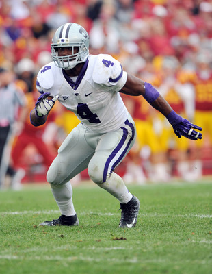 Oct 13, 2012; Ames, Iowa, USA; Kansas State Wildcats linebacker Arthur Brown (4) gets set on defense against the Iowa State Cyclones during the second half at Jack Trice Stadium.  Kansas State defeated Iowa State 27-21.  Mandatory Credit: Peter G. Aiken-U