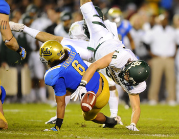 Kendricks forcing a fumble in the Holiday Bowl.