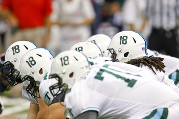 Tulane players honor Devon Walker