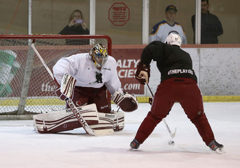 Coyotes goaltender Mike Smith keeps his skills sharp as he works out in Scottsdale during the NHL Lockout.