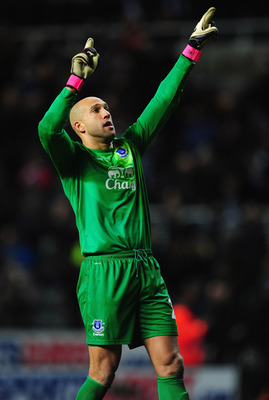 NEWCASTLE UPON TYNE, ENGLAND - JANUARY 02:  Everton keeper Tim Howard celebrates after the Barclays Premier League match between Newcastle United and Everton at St James' Park on January 2, 2013 in Newcastle upon Tyne, England.  (Photo by Stu Forster/Gett