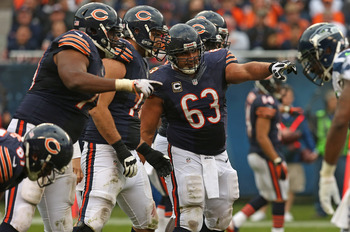 Roberto Garza (63) calls out line assignments against the Seattle Seahawks on December 2nd.