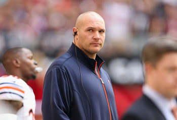 Brian Urlacher watches the Chicago Bears take on the Arizona Cardinals