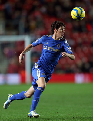 SOUTHAMPTON, ENGLAND - JANUARY 05:  Oscar of Chelsea in action during the FA Cup Third Round match between Southampton and Chelsea at St Mary's Stadium on January 5, 2013 in Southampton, England.  (Photo by Julian Finney/Getty Images)