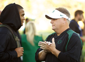 Tyner (left) talking with Oregon head coach Chip Kelly.