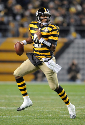 PITTSBURGH, PA - NOVEMBER 18 :  Byron Leftwich #4 of the Pittsburgh Steelers scrambles during the game against the Baltimore Ravens on November 18, 2012 at Heinz Field in Pittsburgh, Pennsylvania.  (Photo by Joe Sargent/Getty Images)