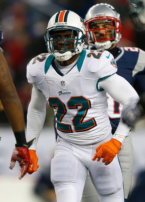 FOXBORO, MA - DECEMBER 30: Reggie Bush #22 of the Miami Dolphins reacts against the New England Patriots in the first half at Gillette Stadium on December 30, 2012 in Foxboro, Massachusetts. (Photo by Jim Rogash/Getty Images)
