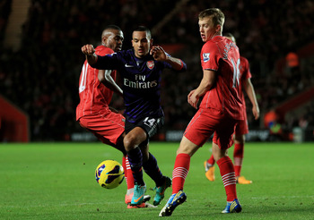 Will Theo Walcott sign a new deal or leave the Emirates for free?