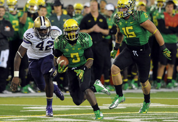 RB Byron Marshall breaks into the open field against UW