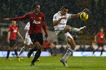 Steven Caulker gets to the ball before Robin van Persie.
