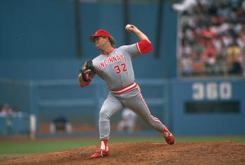 1989:  CINCINNATI REDS PITCHER TOM BROWNING DELIVERS A PITCH AGAINST THE DODGERS AT DODGER STADIUM IN LOS ANGELES, CALIFORNIA.  MANDATORY CREDIT: STEPHEN DUNN/ALLSPORT