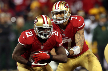 Colin Kaepernick runs the read-option with Frank Gore against the Green Bay Packers.