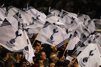 LONDON, ENGLAND - AUGUST 25:  Tottenham Hotspur welcome their team prior to the UEFA Champions League play-off second leg match between Tottenham Hotspur and BSC Young Boys at White Hart Lane on August 25, 2010 in London, England.  (Photo by Clive Rose/Ge