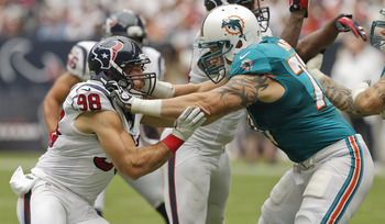 Long (right) blocks during a game against the Houston Texans in Week 1.