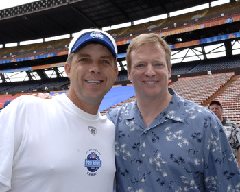This photo was taken at the 2007 Pro Bowl, and it could be another six years before you see these two smiling together again.