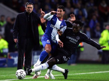 PORTO, PORTUGAL - FEBRUARY 21:  Michael Essien of Chelsea battles with Ricardo Quaresma of Porto as Jose Mourinho looks on during the UEFA Champions League, Round of sixteen, first leg match between  FC Porto and Chelsea at the Dragao Stadium on February 