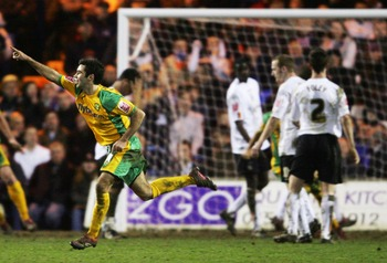 LUTON, UNITED KINGDOM - FEBRUARY 27:  Simon Lappin scores the winner for Norwich during the Coca-Cola Championship match between Luton Town and Norwich City on February 27, 2007 at Kenilworth Road in Luton, England.  (Photo by Jamie McDonald/Getty Images)
