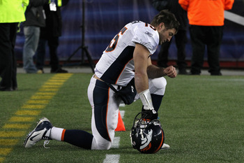 Tim Tebow started the trend of these football memes with Tebowing.