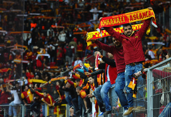 The Galatasaray fans welcomed Wesley Sneijder in full voice on Sunday.