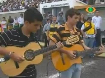 Leandro and Diego played the Brazilian National Anthem on their guitars ahead of Mirassol-Corinthians on Sunday.