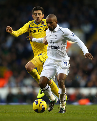 Tottenham striker Jermain Defoe has been playing despite a pelvic problem.