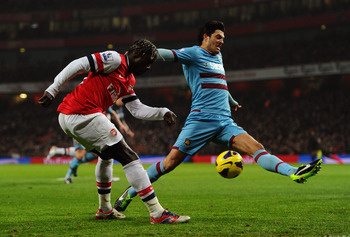 Sagna could be tempted to Paris if he wins a trophy with Arsenal first