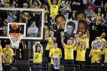 The Oregon Pit Crew during a Washington State free throw. Thomas Boyd/The Oregonian
