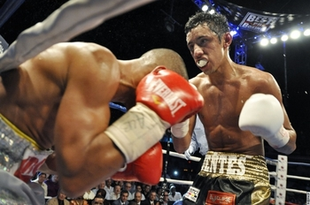 http://www.boxnews.com.ua/en/photo/37630/Moises-Fuentes-vs-Ivan-Calderon