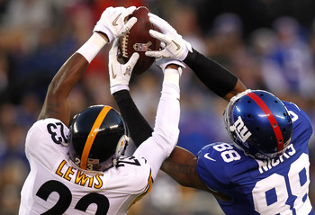 EAST RUTHERFORD, NJ - NOVEMBER 04: Keenan Lewis #23 of the Pittsburgh Steelers breaks up a pass intended for Hakeem Nicks #88 of the New York Giants during their game at MetLife Stadium on November 4, 2012 in East Rutherford, New Jersey.  (Photo by Jeff Z