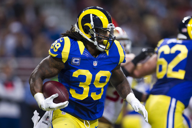 ST. LOUIS, MO - DECEMBER 02:  Running back Steven Jackson #39 of the St. Louis Rams runs up the field during the game against the San Francisco 49ers at the Edward Jones Dome on December 2, 2012 in St. Louis, Missouri.  (Photo by David Welker/Getty Images