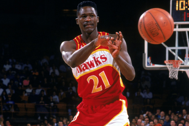 1991:  Dominique Wilkins #21 of the Atlanta Hawks passes during a 1991-1992 NBA season game against the Denver Nuggets.  (Photo by Tim DeFrisco/Getty Images)